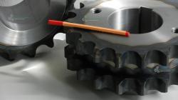 Koło łańcuchowe 28b-2 napędowe z piastą otwór gwintowany produkcja hartowane indukcyjnie